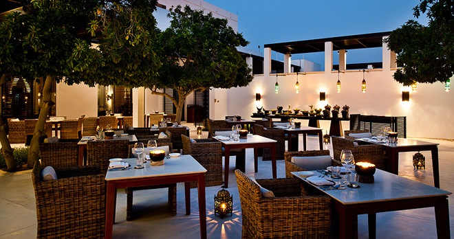 Diner au restaurant The Arabian Courtyard - copyright The Chedi Muscat Hotel
