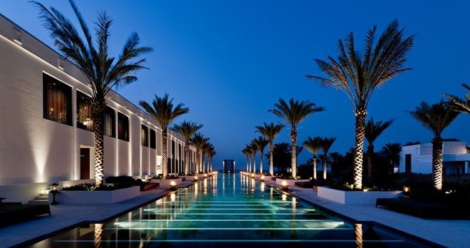 The Long Pool , la longue piscine - copyright The Chedi Muscat Hotel