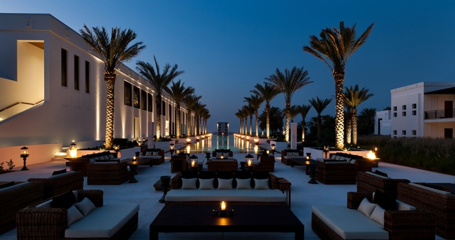 The Long Pool Cabana, de nuit - copyright The Chedi Muscat Hotel