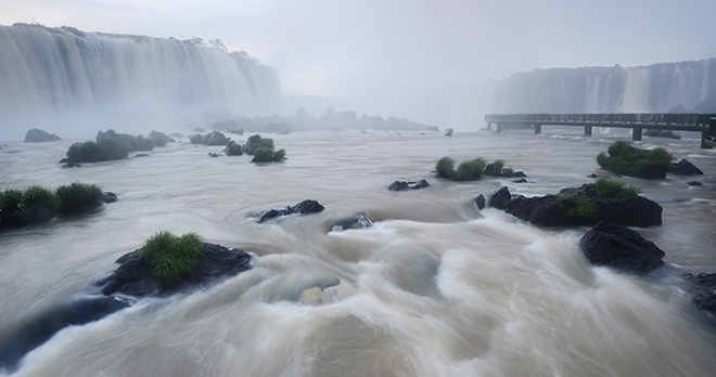 Iguazu - copyright saraporn / Shutterstock