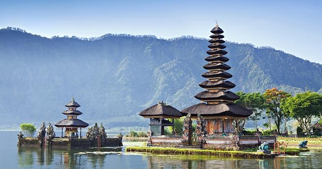 Temple Ulun Danu temple Beratan - copyright saiko3p / Shutterstock
