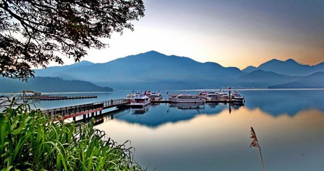 Sun Moon Lake - copyright flickr Eddy Tsai copyright